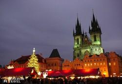 Prága: az Óváros tér adventi megvilágításban