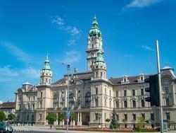 a győri városháza neogótikus épülete