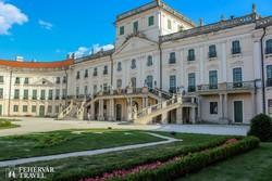 a magyar Versailles, a fertődi kastély (részlet)
