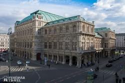 a híres bécsi operaház impozáns épülete