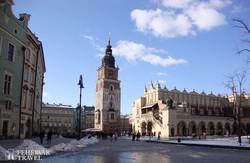 a Városháza tornya és a Posztócsarnok Krakkó főterén