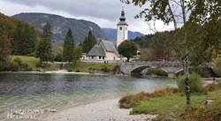 Ribčev Laz temploma a Bohinji-tó partján