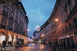 Strasbourg egyik hangulatos utcája adventi díszkivilágításban