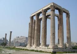 Athén – a Zeusz-templom, háttérben az Akropolisz