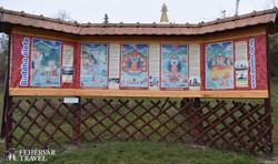 magyarázótábla Buddha életéről a Kőrösi Csoma Sándor Emlékparkban