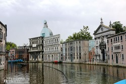 hajózás a kicsinyített Canal Grandén (Italia in Miniatura)