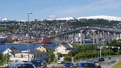 a Tromsø-be vezető óriási híd