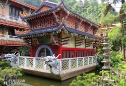 színpompa a Sam Poh Tong templom díszkertjében