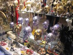 színes karneváli maszkok