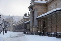 Karlovy Vary: a kolonnád egy részlete téli hangulatban