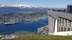 pillantás Tromsø-re a Storsteinen-hegyről