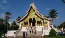 Luang Prabang: a Wat Ho Pha Bang a királyi palota kertjében