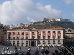 Nápoly: a San Telmo erőd a Plebiscito térről