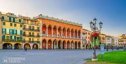 Padova: színes házak a Prato della Valle téren