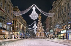Bécs híres bevásárlóutcája, a Graben téli köntösben