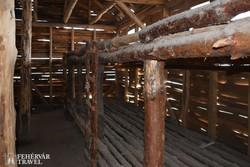 rekonstruált barakk belsője Recsken