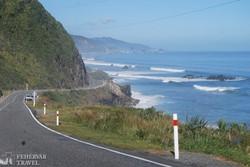 útban Punakaiki felé a Tasman-tenger partjai mentén