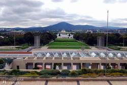 Canberra – panoráma a Parlament teraszáról a Világháborús Emlékmű felé