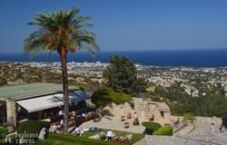Bellapais – kilátás Kyreniára a kolostortól
