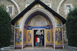 a Kikko-kolostor bejárata