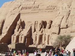 Abu Szimbel sziklába vájt templomai