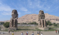 a Memnon-kolosszusok Luxor mellett