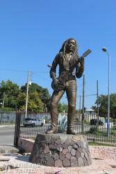 Bob Marley szobra a kingstoni stadionnál