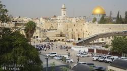 Jeruzsálem - pillantás az aranykupolás Sziklamecsetre, előtérben a siratófa