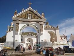 a Miasszonyunk-templom kapuzata a bolíviai Copacabanában