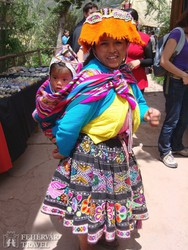 perui nő népviseletben