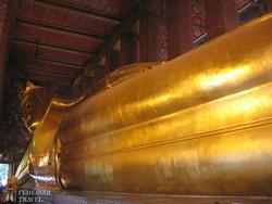 a Fekvő Buddha Templom 46 méter hosszú szobra