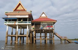 buddhista templom a Tonle Sap tavon