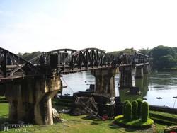 a világhírű híd a Kwai folyó felett
