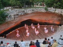előadás a Xcaret öko-régészeti tematikus parkban