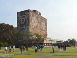 az Egyetemi Könyvtár épülete Mexikóvárosban