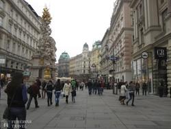 Bécs híres bevásárlóutcája, a Mariahilfer Strasse