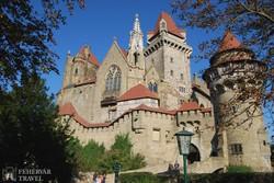 Kreuzenstein romantikus vára