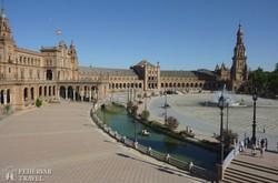 Sevilla: a hatalmas Plaza de Espana