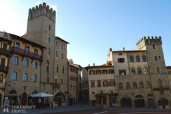 középkori házak Arezzo főterén