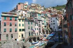 a meghökkentő fekvésű Riomaggiore