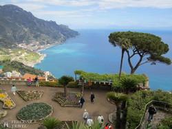 Ravello: lélegzetelállító panoráma a Rufolo-palota kertjéből