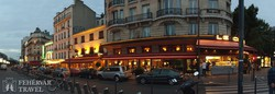 Párizs kávéházai és esti fényei – utcarészlet