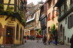 Riquewíhr, az érintetlen meseváros egy sétálóutcája