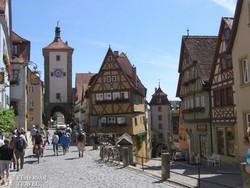 Rothenburg mesébe illő kis tere, a Plönlein