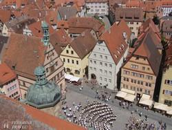 Rothenburg – panoráma a főtérre a városháza tornyából