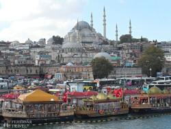 nyüzsgő isztambuli kikötő