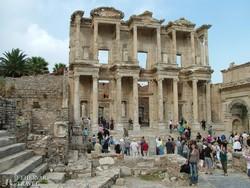 Ephesos – az ókori könyvtár épületének maradványai