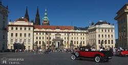 Prága: a Hradzsin tér a Szent Vitus katedrális tornyaival