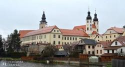 látkép Telč óvárosára (a Jézus Neve-templom)