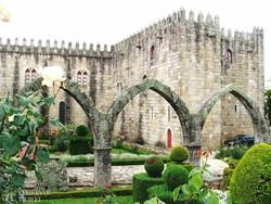 Braga – a püspöki könyvtár a palota kertjéből